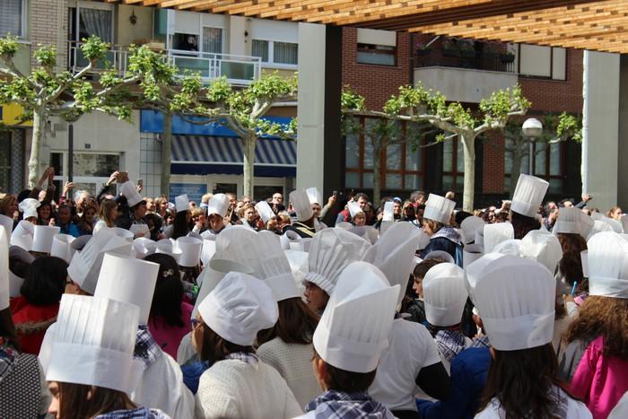 San Anton plazan egin dute umeek San Prudentzioko danborrada - 25