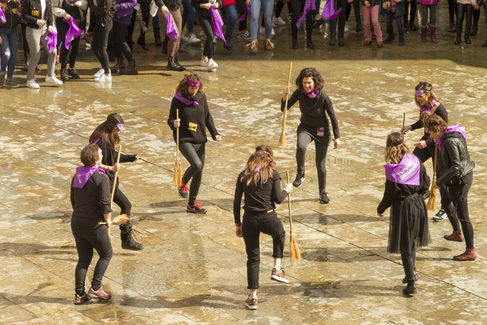 Ehunka emakume* grebalarik hartu dituzte Aiaraldeko kale eta plazak - 187
