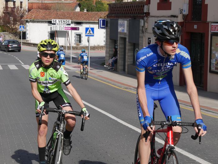 Pablo Fernandezek irabazi zuen sprintean Aiarako Birako lehen etapa - 46