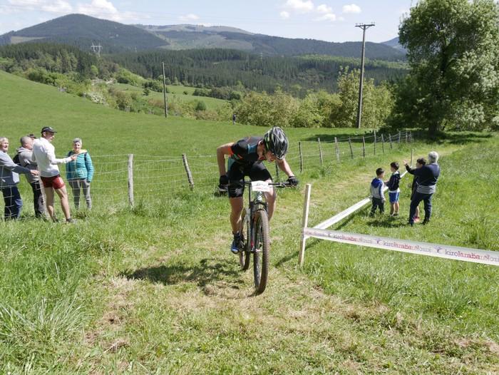 Zuriñe Frutosek eta Iñaki Isasik irabazi dute Aiarako Mendi Duatloia - 70