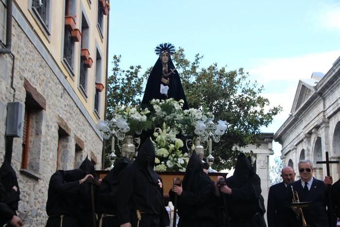 Ohitura katolikoei jarraiki, jende ugari batu da Urduñako prozesioan - 17