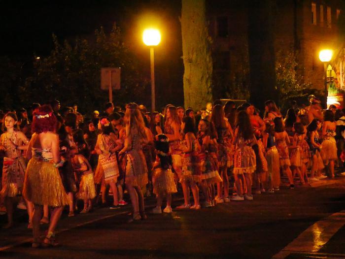 Irudimen uholde batek zeharkatu ditu Amurrioko kaleak karrozen desfilean - 32
