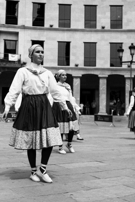 Eguzkilore dantza taldeak erakustaldia egin zuen igandean - 11