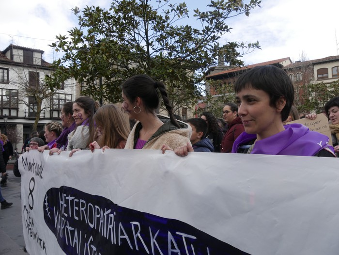 Ehunka emakume* grebalarik hartu dituzte Aiaraldeko kale eta plazak - 23