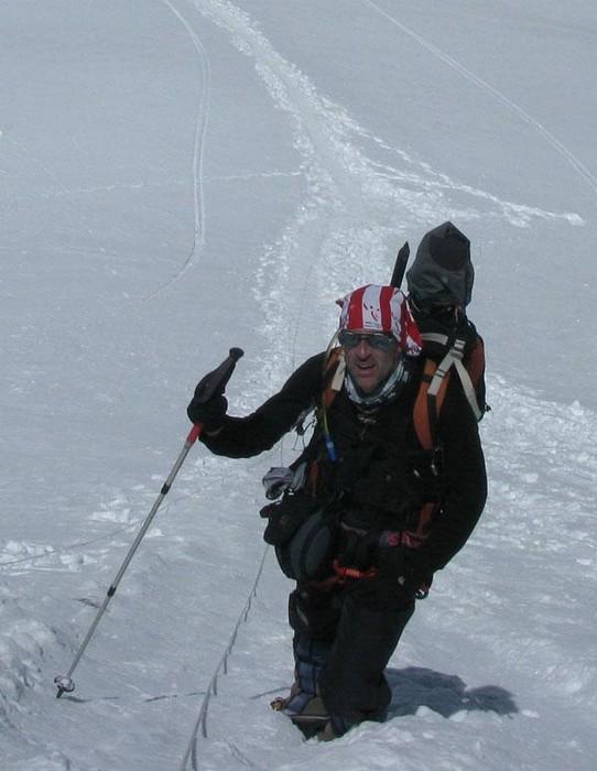 Gorri mendizale laudiarrak Gasherbrum II.aren (8.035m) gailurra egin du - 1
