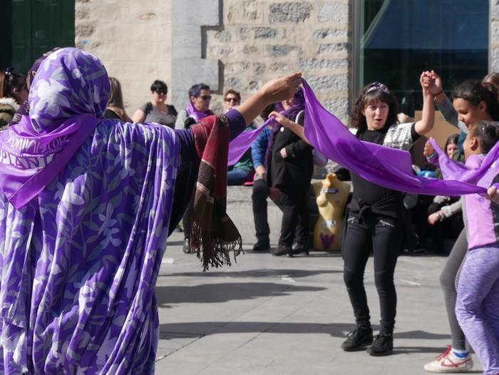 Ehunka emakume* grebalarik hartu dituzte Aiaraldeko kale eta plazak - 104