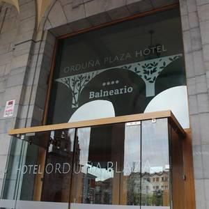 Gaur ireki dute Orduña Plaza hotel eta bainuetxea