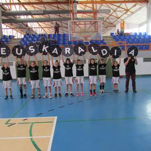 Sugarrak saskibaloi taldeko kideak ere Euskaraldiarekin bat!