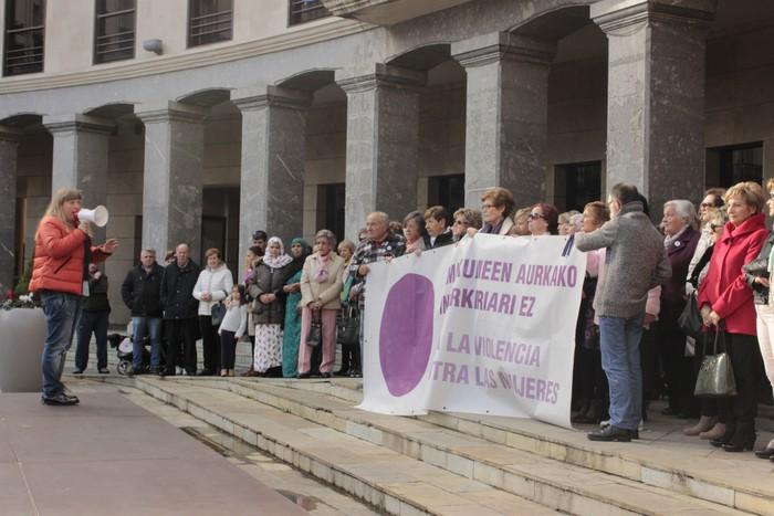 Indarkeria matxistaren aurka mobilizatu dira eskualde osoan - 64
