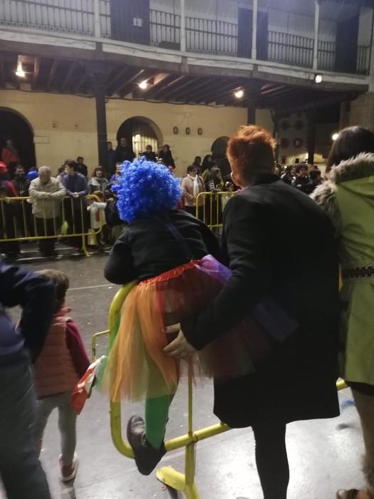 Estralurtarrek ere ez zuten galdu atzo Aratusteen desfilea Artziniegan - 16