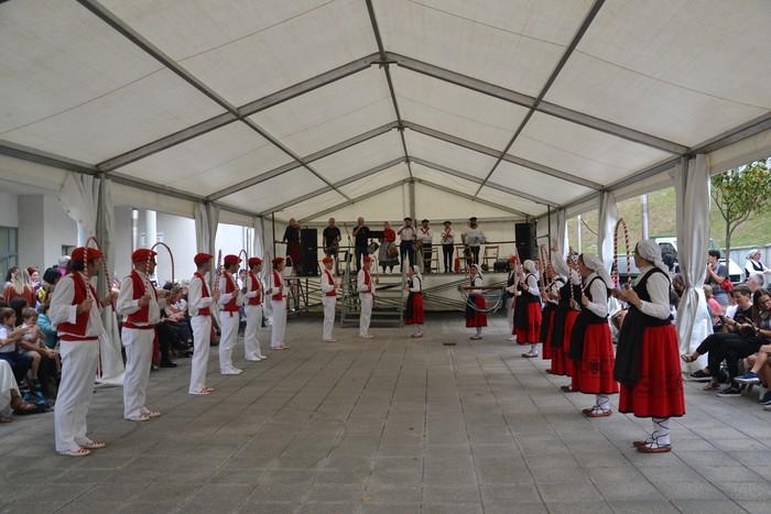 Untzueta dantza taldeak 35. urteurrena ospatu zuen atzo - 40