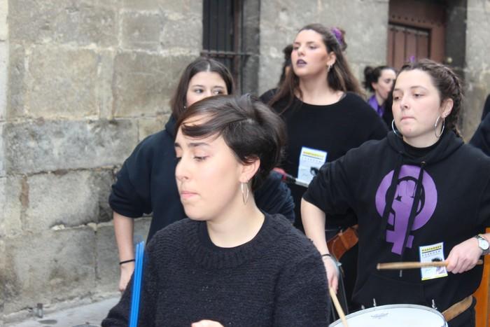 Dantza eta musika baliatu dituzte Artziniegan emakumeek aldarriak zabaltzeko - 26