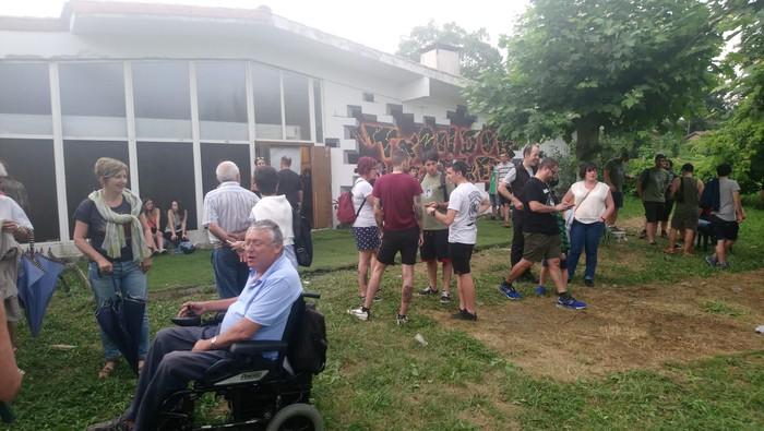 """""""Barroteak suntsitu"""" elkartasun festa egin zuten atzo - 20"""