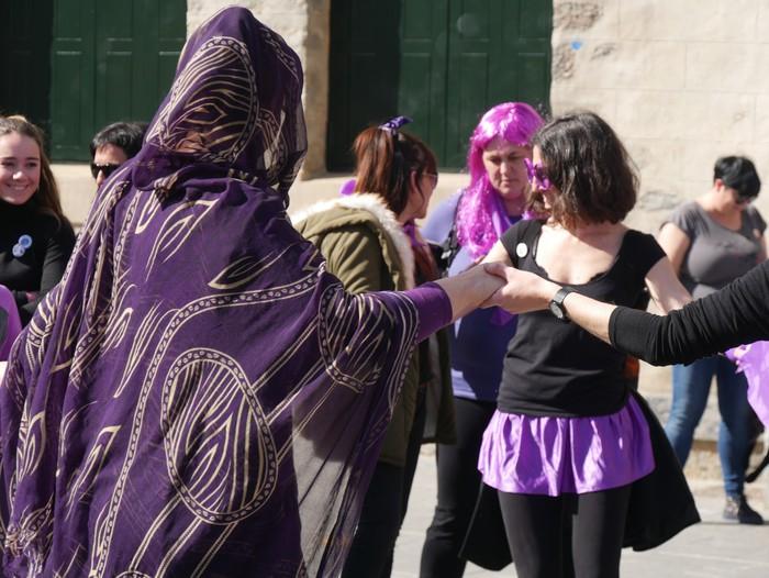 Ehunka emakume* grebalarik hartu dituzte Aiaraldeko kale eta plazak - 102
