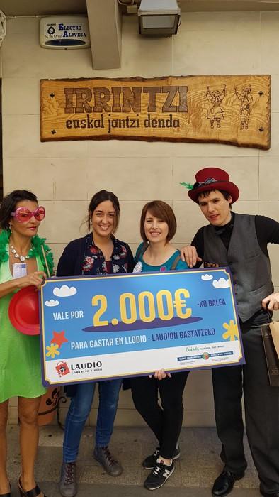 Herriko hainbat saltokitan gastatu du  Beatriz Arjona Matek 2.000 euroko bonoa - 2