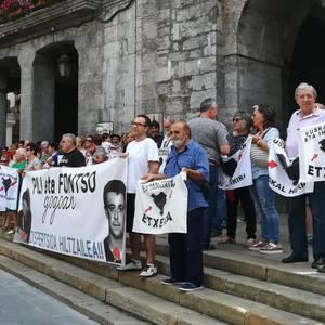 Pili Arzuaga eta Fontso Isasi duela 28 urte sakabanaketaren ondorioz hil zirela salatu dute